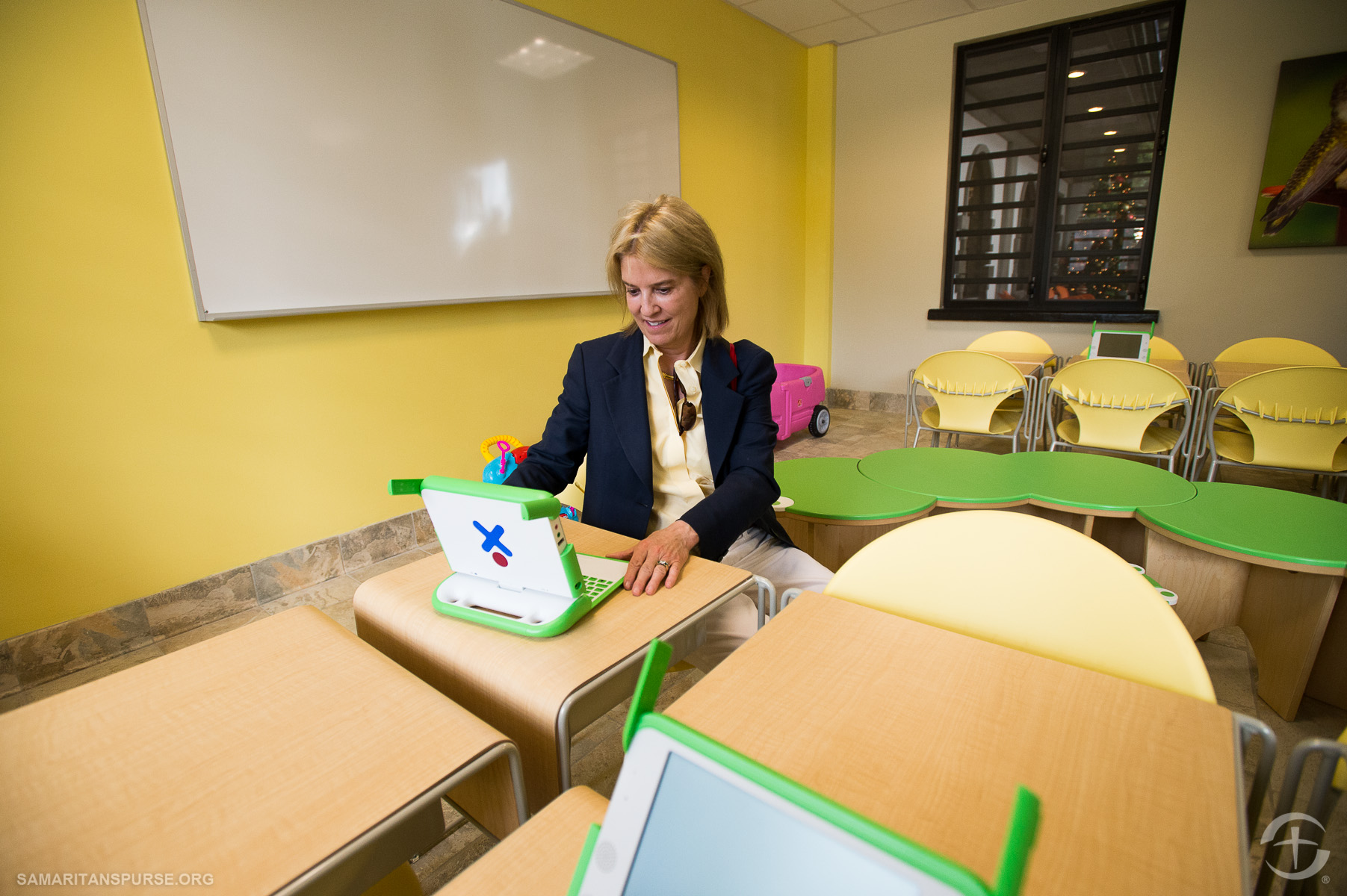 Greta Van Susteren tries out one of the 100 XO laptops, specifically designed for educating children in developing countries.