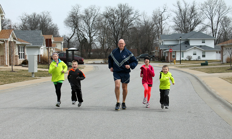 Major Lewis Messick trains with his children, Mollie, Callie, Aubrey, and Ramsey.