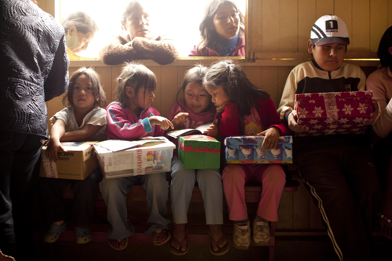 Children in Peru receive their shoebox gifts
