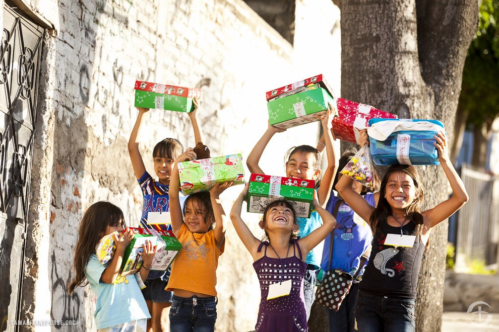 Children in Mexico receive their shoebox gifts
