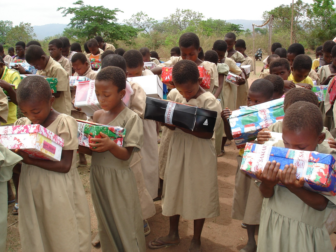 Children in Togo receive their shoebox gifts