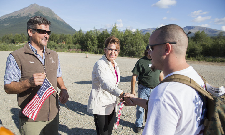 Former Alaska Governor Sarah Palin and her husband, Todd, greet Corporal Chris Boreland, USMC (Ret.). Chris was injured in Iraq in 2006.