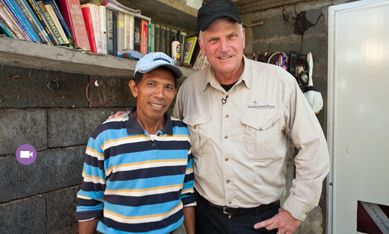 Franklin Graham Visits the Philippines