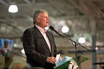 Franklin Graham thanked the volunteers for their dedicated service.