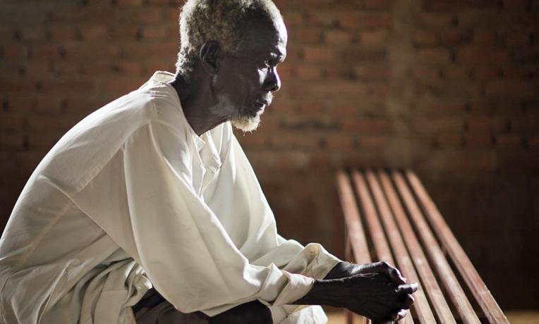 1346SD-D011-South-Sudan-prayer