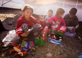 Alda and her siblings were all smiles when they opened their shoeboxes.