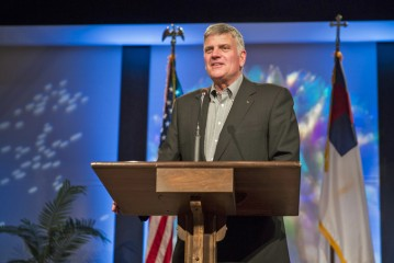 Franklin Graham urged the participants to trust Jesus as their savior.