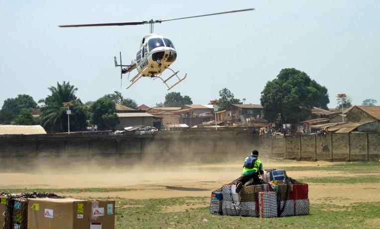 Samaritan's Purse is slingloadingebolaisolationwardkitsfromGueckedou,Guinea,toFoya,Liberia,forset-upofthe isolationward.