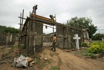 Jeannie is running to raise money for Samaritan's Purse hospital construction projects, like this one in Egbe, Nigeria.