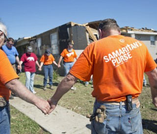 1441US-A-736-Mississippi-tornado-relief-photo-gallery-cover