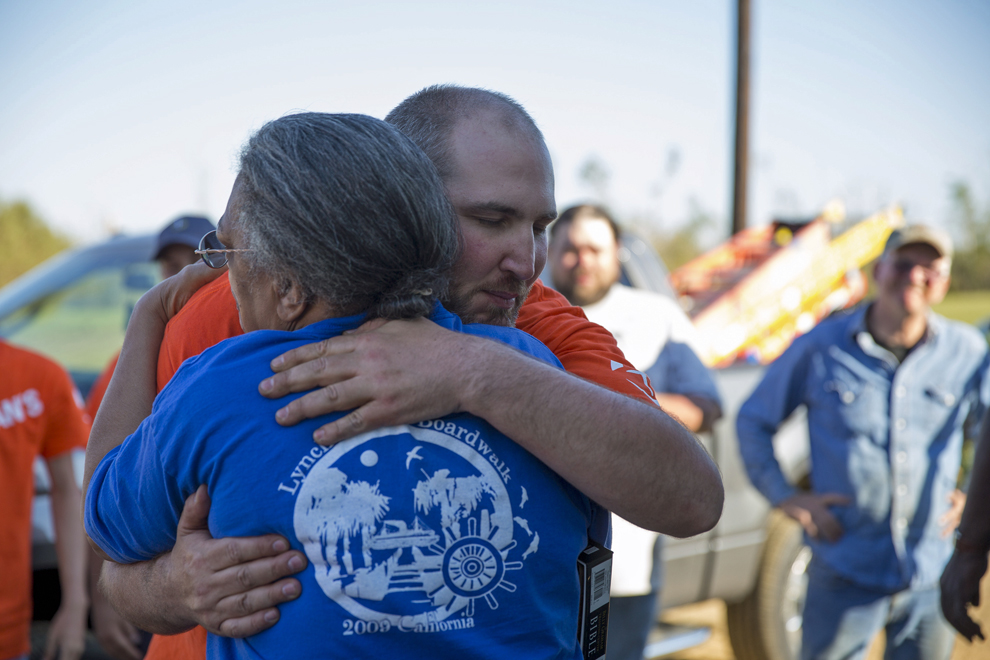 1441US-A-837-Mississippi-tornado-relief-photo-gallery-8