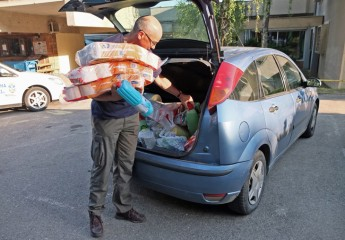A Samaritan's Purse ministry partner delivers supplies.
