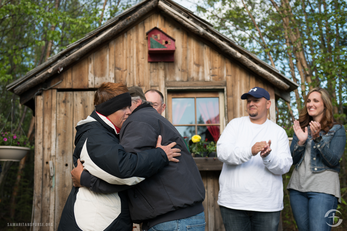 """Kelly and Daryl Smith renewed their vows in Alaska, too. """"We're each other's best friends,"""" Kelly said. """"This is the most I've smiled in seven years."""""""