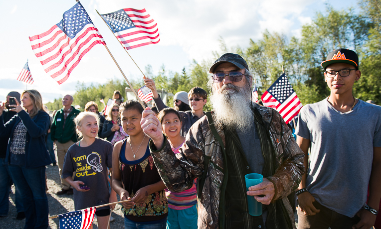 Duck Commanders Visit Patriots in Alaska