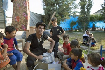 Samaritan's Purse gives kitchen kits to displace families in Erbil
