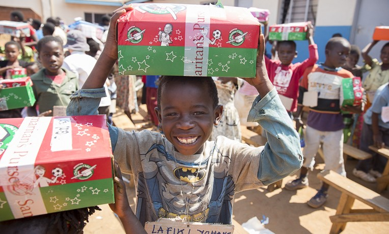 shoebox distribution in Gwirize, Malawi