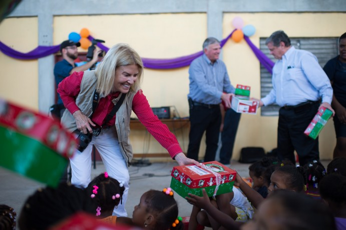 Greta Van Susteren and her husband John Coale helped distribute gift-filled shoeboxes in Belize.