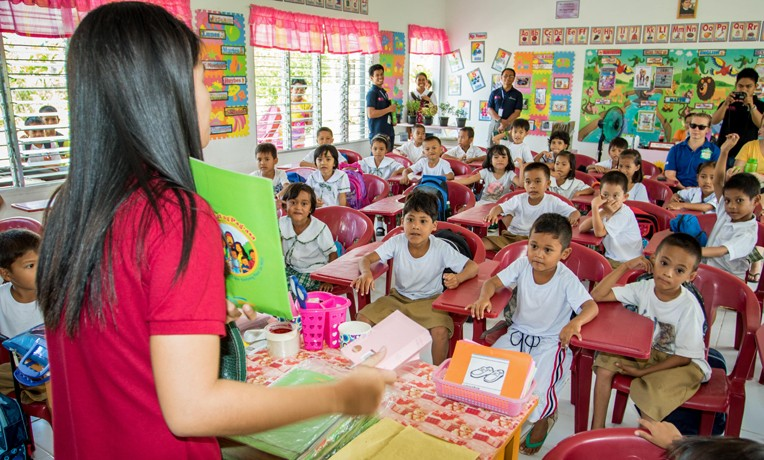 Bible classes in the Philippines through Samaritan's Purse