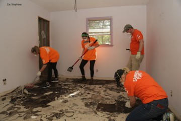 Volunteers hard at work over the weekend.