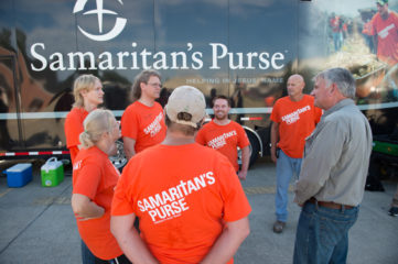 Franklin Graham shares a moment with volunteers in Louisiana.