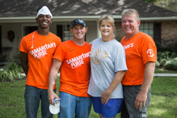 Carole Lipscomb with volunteers who worked on her home, including Site Team Leader Paul Brock.