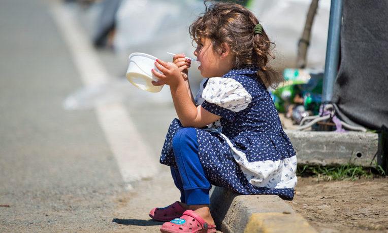 Syrian refugees food distribution