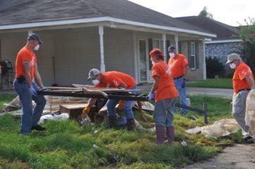 Dee and Samaritan's Purse volunteers