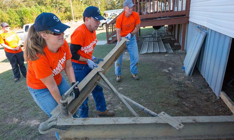 Volunteers in Pinetops