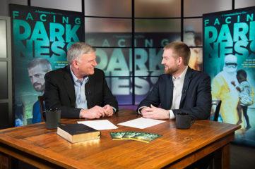 Dr. Kent Brantly joins Samaritan's Purse President Franklin Graham for a broadcast event promoting Facing Darkness.