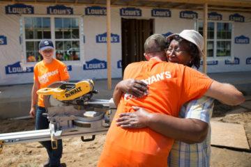Bettie Lindsay thanks Samaritan's Purse volunteers.