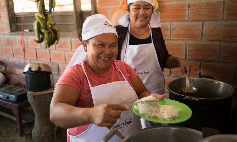 Giovana joined the volunteer cooks in her church's kitchen to serve hot lunches to children participating in the church's tutoring program.