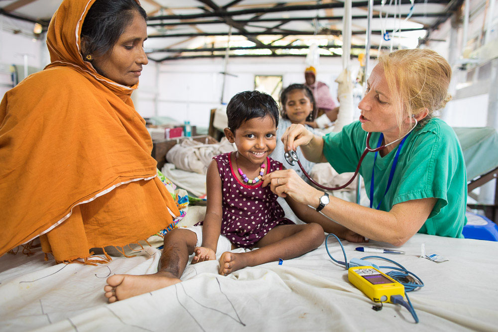 Doctors care for Rohingya refugees in Bangladesh
