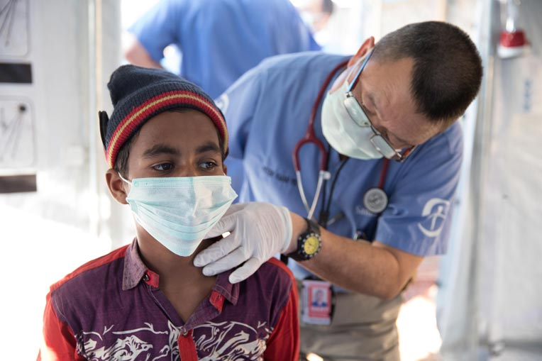 Dr. Peter Kwan examines a patient at our diphtheria treatment center.