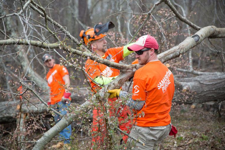 Samaritan's Purse volunteers in Alabama