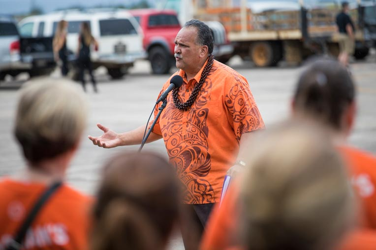 Mayor Bernard Carvalho Samaritan's Purse volunteers Kauai.