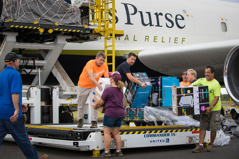 We airlifted tools, relief supplies, and key personnel to Hawaii to help families struggling after devastating floods. Nearly 400 volunteers served hurting homeowners during this response and 19 people prayed to receive Jesus Christ as their Savior.