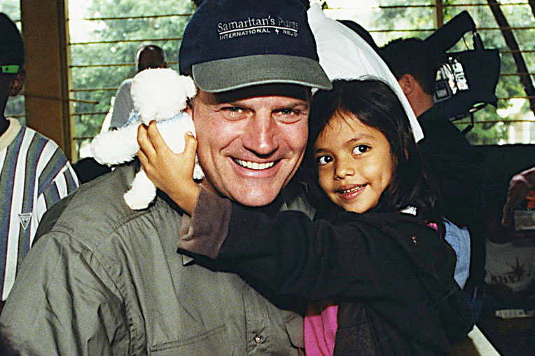 "In 1999, at a shoebox distribution in a Honduran orphanage, Franklin Graham sang ""Jesus Loves Me"" to Juni, who received a toy lamb that played that tune."