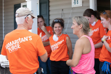 Leah Summers, center, joins other Liberty University students in greeting homeowner Briton Wertz.