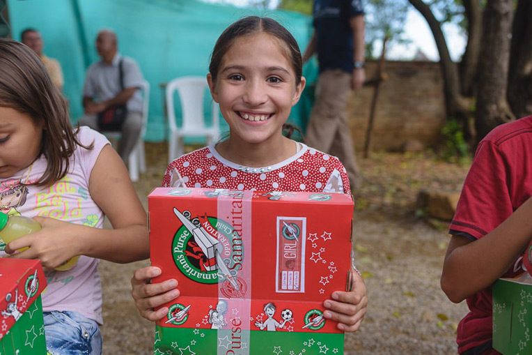 Many thousands of Colombia and Venezuelan children will be receiving gift-filled shoeboxes this year. This young girl got her shoebox in October in Cúcuta, Colombia.