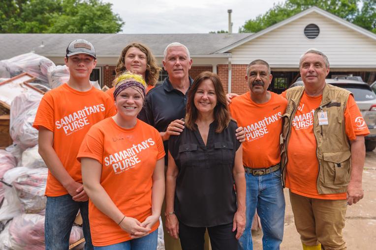 Vice President Mike Pence and his wife Karen met with volunteers in Sand Springs, Oklahoma.