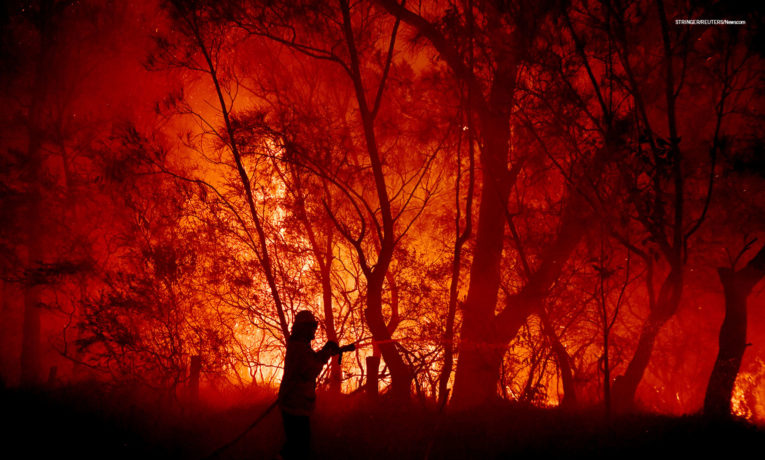 A bushfire in the small Kioloa community of New South Wales threatens to destroy many homes. Deadly fires have raged in Australia since early December.