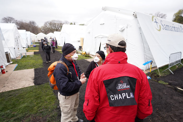 Billy Graham Rapid Response Team chaplains are ready to pray with patients and share the hope of the Gospel.