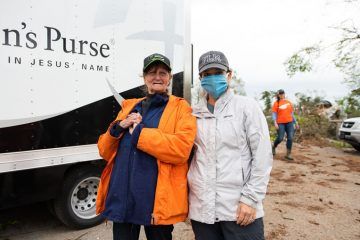 Tennessee First Lady Maria Lee meets with homeowner Evelyn Leamon.
