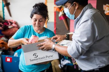"""Gloria was the last to leave her home with her children as flooding from Hurricane Eta quickly rose. After receiving a Samaritan's Purse hygiene kit she said, """"It makes me very happy. Theres toilet paper, soap, gel, towels, and toothbrushes. It's very good."""""""