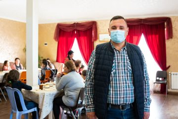 Pastor Vazgen's church provides hot meals for families in need.