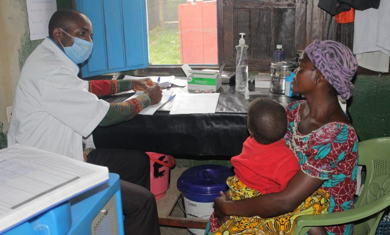 A patient and her child meet for a consultation with medical personnel at the clinic in Shari, DRC.