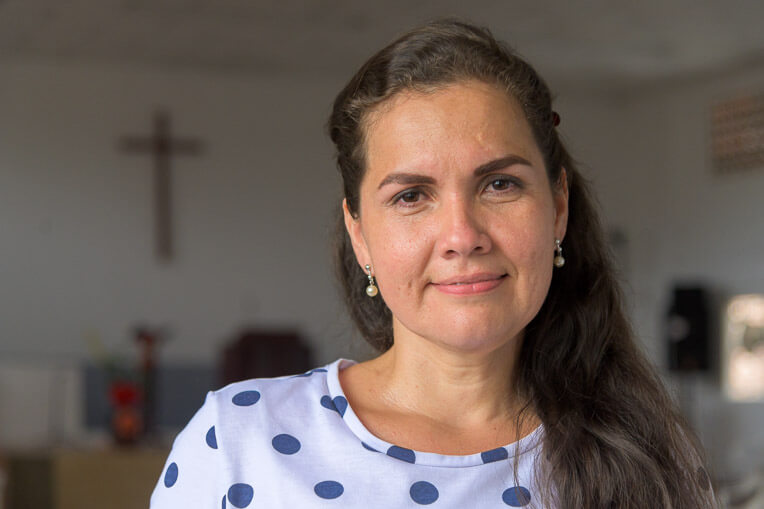 Cheila Rodríguez distributes food to mothers (and others) in need through a partnering church in Cúcuta.
