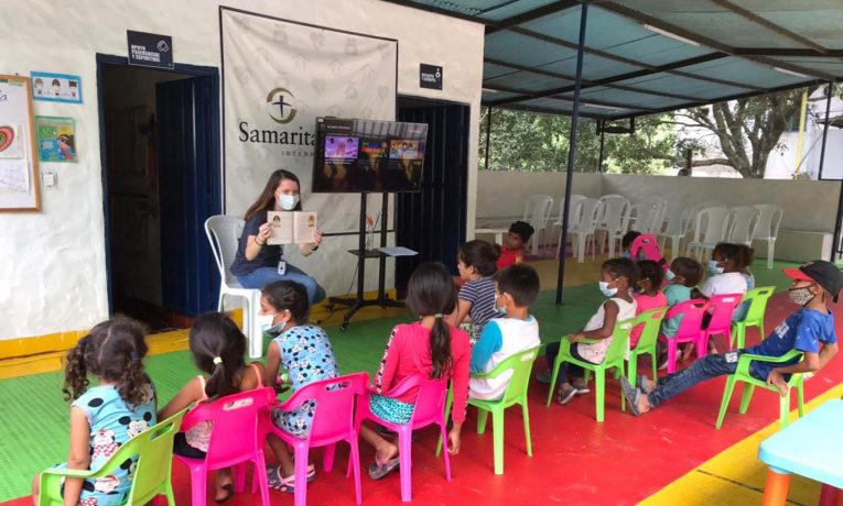 Bethany Jobe teaches Bible stories to migrant children in Colombia.