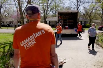 Samaritan's Purse volunteers are serving flood-weary homeowners in Nashville, Tennessee.