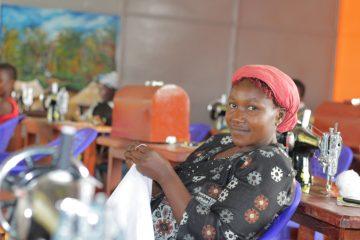 Marie está disfrutando su entrenamiento por medio del cual está aprendiendo a coser, mientras conoce más sobre Jesucristo.